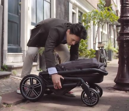Folding and unfolding Nuna MIXX2 is very simple and takes few seconds