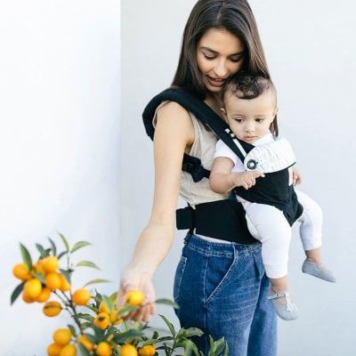 Ergobaby 360 Carrier has wide padded straps and supportive waist belt