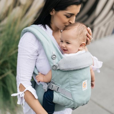 Ergobaby Adapt has easy to reach and adjust buckles