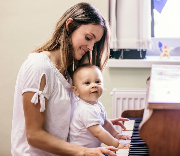 What scientists say: What are the effect of singing to babyy for baby's development and bonging with mom