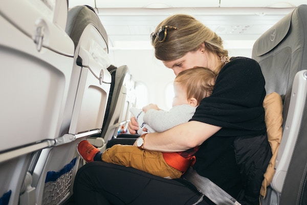 How to prepare for the first flight with baby